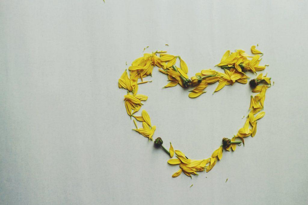 黄色い花のハート