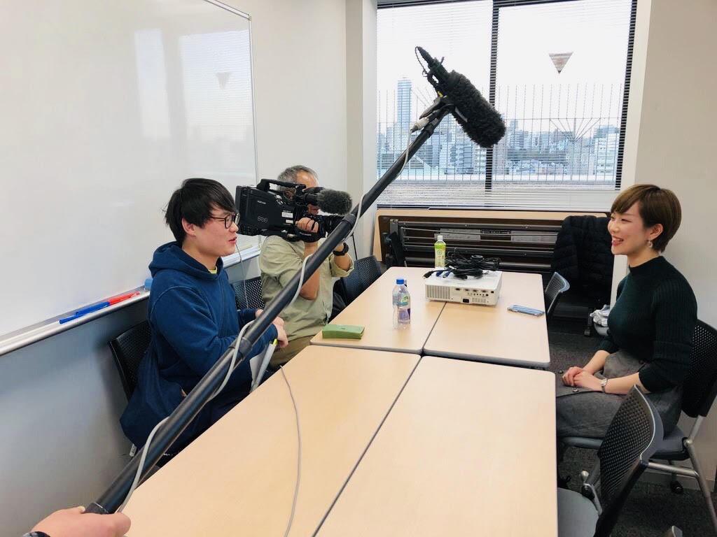 NHKのTV取材を受ける前川さんの様子