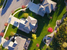 家々を上から撮影した様子